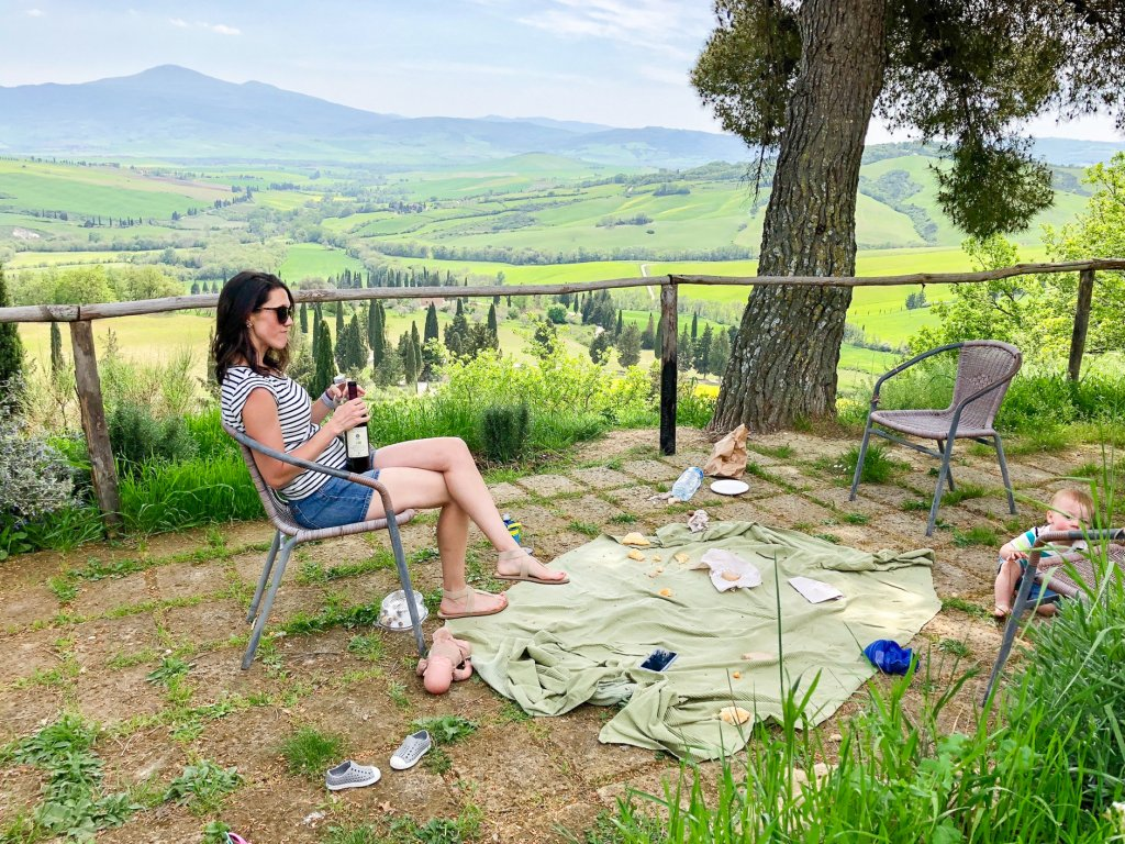 picnic at Podere Il Casale  Tuscany with kids