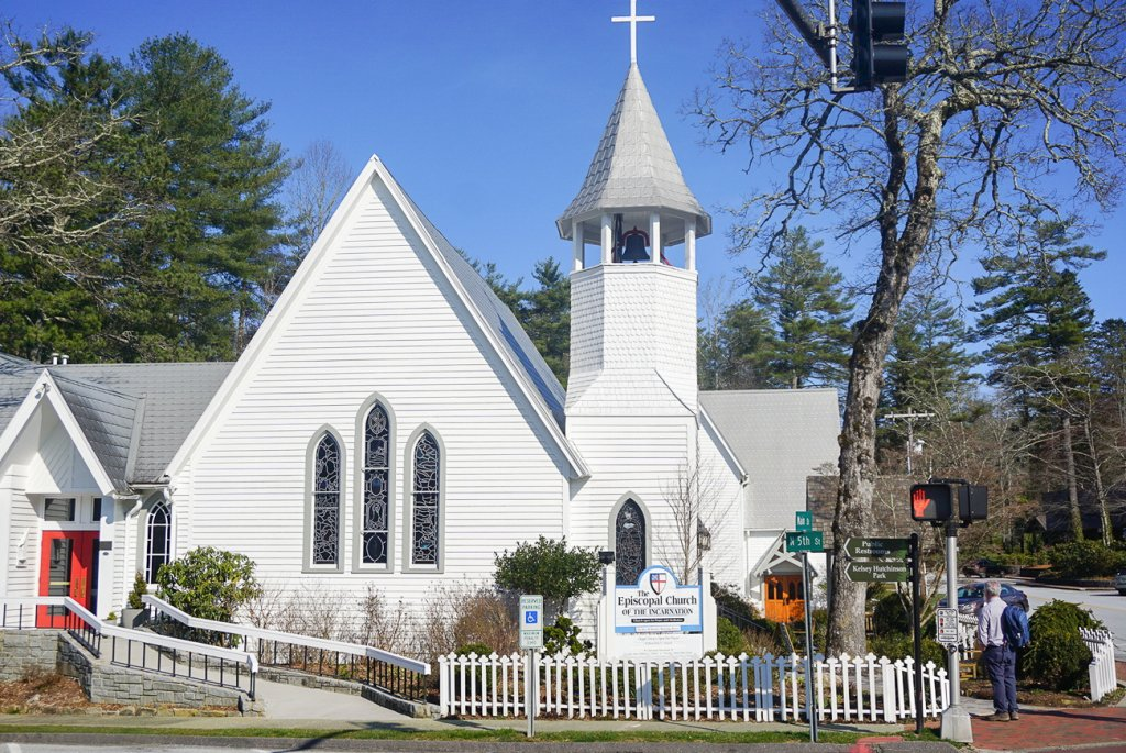 beautiful white Episcopal church in Highlands, NC