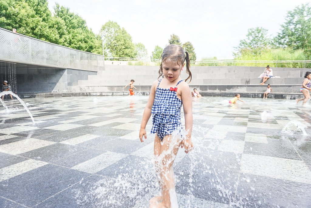 kid playing at Cumberland Park splash pad