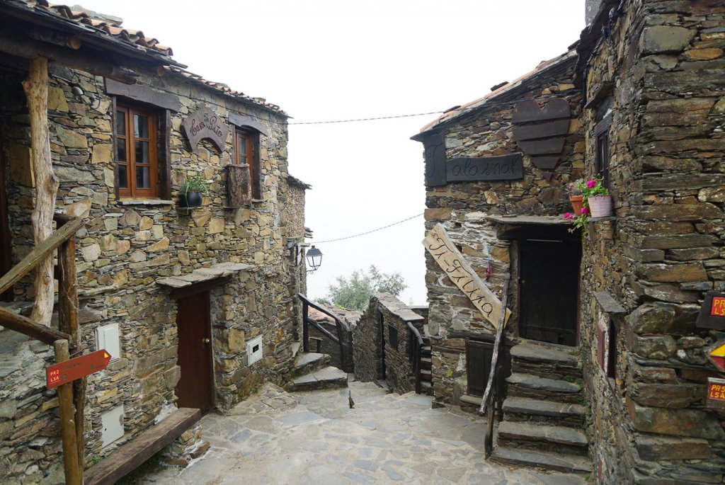 small street in Talasnal with authentic shale buildings